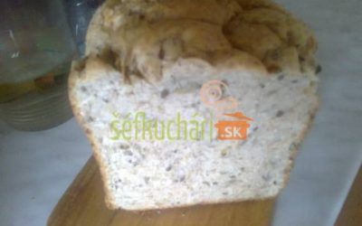 Celozrnný chlieb s 5 druhmi semien (základný recept pre domácu pekárničku)
