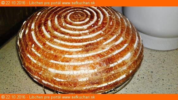 Nemiesený biely chlieb s pšeničnými otrubami