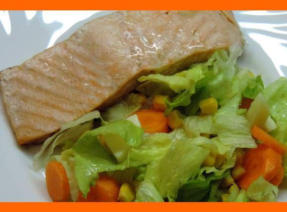 Šťavnatý losos na masle so zeleninou